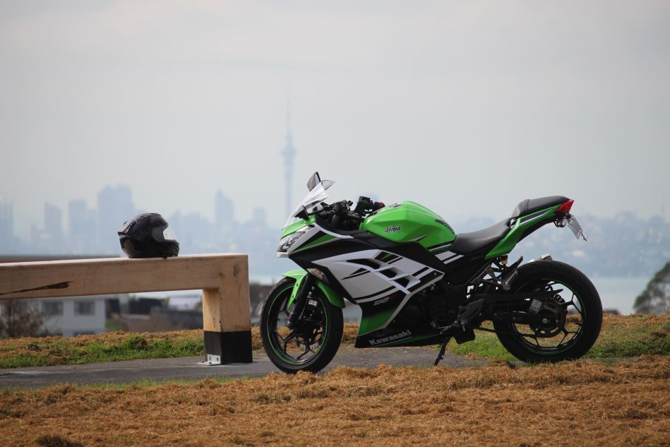 Ninja 300 Motorcycle in Auckland for hire for touring New Zealand