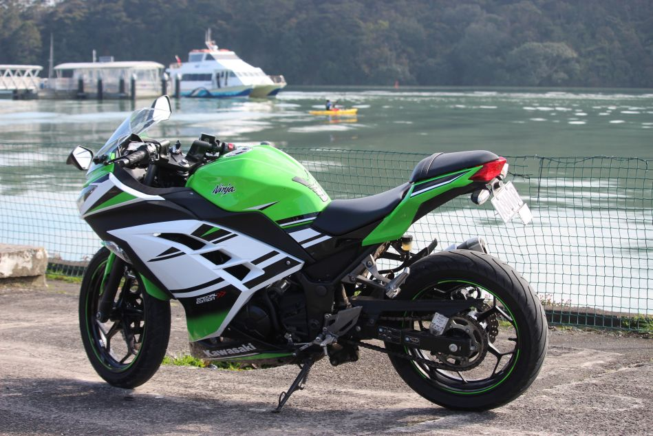 Kawasaki Ninja 300 motorcycle to rent